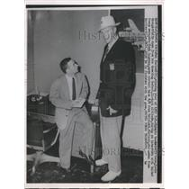 1952 Press Photo Bob Kurland of Olympic Basketball with Reporter Hank Logeman