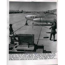 1955 Press Photo Crewwmen at Indian Springs Air Force Base in Nev. - nem02744