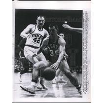 1957 Press Photo Michigan State Pat Wilson evades Minnesota's Gerald Lindsley