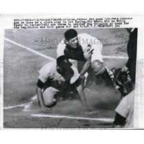 1959 Press Photo Pete Runnels of Red Sox Out, Orioles Catcher Gus Triandos