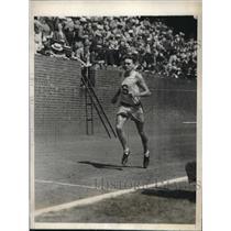 1929 Press Photo Bill Cox won the 2-mile run in 4 minutes. - nes11177
