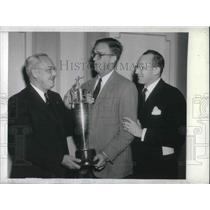 1942 Press Photo Philly Lions Prez Lee Doyle With John Donaldson Football Champ