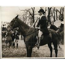1931 Press Photo Carolyn Roberts at Vassar Horse Show in NY - nes14023