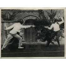 1925 Press Photo Lawn Tennis Champion Betty Nuthall Fencing for Exercise