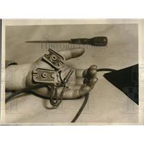 1925 Press Photo Extra string Tied to Phone Plug - nec63427