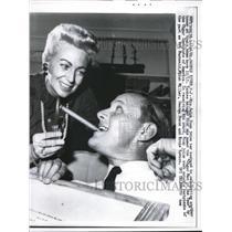 "1961 Press Photo Ralph Houk Yankees Mgr. wins ""cigar man of the year""."