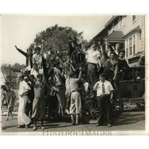1930 Press Photo Watertown, Mass., high school on shorter session strike