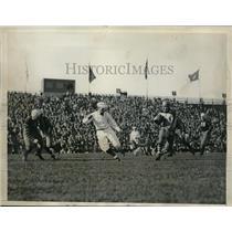 1933 Press Photo Columbia Quarterback Cliff Montgomery Makes 26 Yd. Gain