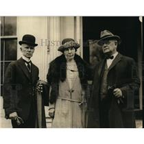 1923 Press Photo Brigadier General Squires with Dr. Ira Parker and Sister