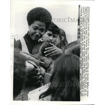 1971 Press Photo Woodrow Wilson Striking Teacher Weeps with Student