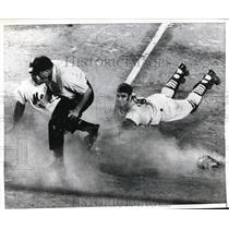 1970 Press Photo Mets Ken Singleton out at home vs Cardinals Joe Torre