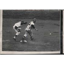 1957 Press Photo Casey Wise of Cubs vs Johnny Loga n of Milwaukee - nes17836