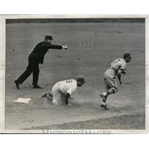 1941 Press Photo Dodgers Billy Herman out at 2nd vs Cardinals Marion - nes18680