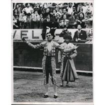 1951 Press Photo Spanish matador Curo Caro at Mexico City arena - nes18869