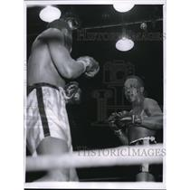 1959 Press Photo Chicago Neal Rivers vs Spider Webb in middleweight bout