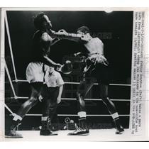 1950 Press Photo Johnny Bratton, Ike Williams in non title bout, Chicago