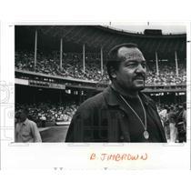 1989 Press Photo Jim Brown at the Stadium before Browns' Sunday game - cva04220