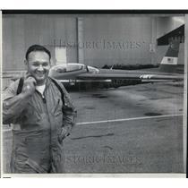 1969 Press Photo James Bede Flight distance record breaker - cva00867