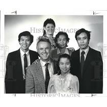 1986 Press Photo Dr. Thomas Butler, Khamwa Khampilaadanyo, Wilaawan, Thong Hook