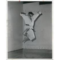 1971 Press Photo Emerson Batdorff Minna Jitsu Karate Master - cva05085