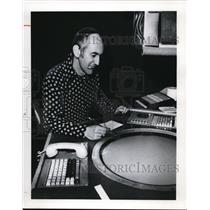 1978 Press Photo Dan Carter Air Traffic Controller Hopkins Airport