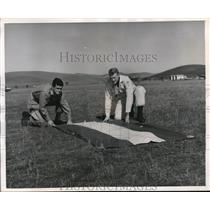 1957 Press Photo George & Darrel Sonnichsen of California Parachute Club