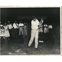 1931 Press Photo Player teeing off at night time golf course in Illinois