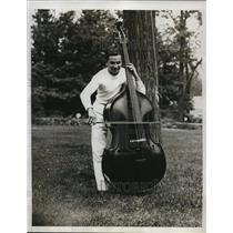 1933 Press Photo Barney Ross light heavyweight champ & a base viol - nes21088