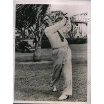 1936 Press Photo Tony Manero practices for Miami Open Golf Tournament