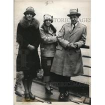 1926 Press Photo Wm. H. Ambrose with Wife And Daughter