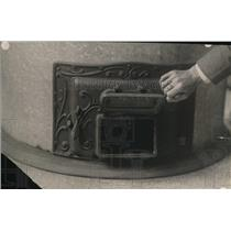1918 Press Photo Man opens the door to a furnace