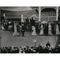 1936 Press Photo Debutantes at Royal Reception at Buckingham Palace