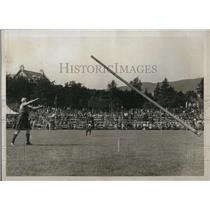1922 Press Photo Braemer Games, Sandy Macintosh Tossing the Caber