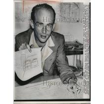 1952 Press Photo Jaroslav Bures Czech Refugee Holds Sketch Of Leopeldov Prison