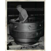 1954 Press Photo Alcoa Aluminun Co John E Duch & a mfg unit