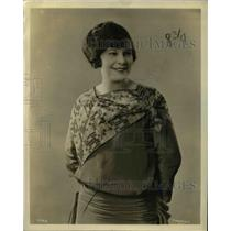 1923 Press Photo Model in a fashion outfit smiling