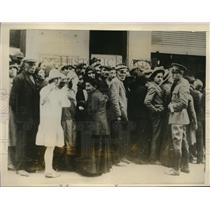 1926 Press Photo Greek refugees waiting for payment, abandoned in Asia minor