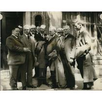1924 Press Photo Hecke conferring with members of an investigation committee