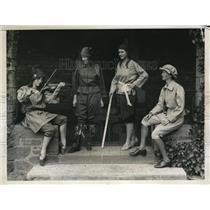 1932 Photo Bryn Mawr Students Prep for Quadrennial Elizabethan May Day