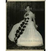 1929 Press Photo Mrs. Edna Dunham dressed as Lady of France in a Pageant