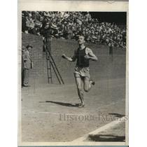 1929 Press Photo C Russell Payne Univ of Pa wins 2 mile race - nes22887
