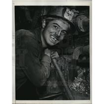 1948 Press Photo Hans Wachter Returns to Work After French Coal Strike