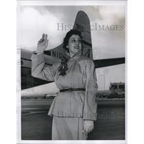 1954 Press Photo Elizabeth Glaser to depart on a Pan American clipper