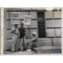1937 Press Photo Bryce Holcombe(seated) business agent Washington Local #360