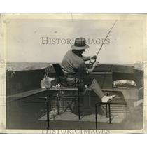 1928 Press Photo Fisherman on the stern of a speed boat catching bluefin tuna