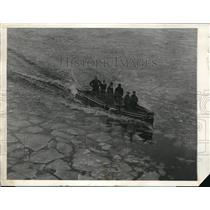 1927 Press Photo Breaking up the ice along the river to enable the Harvard crews