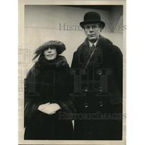 1928 Press Photo Alfred I. Barton with Mother Mrs. J. Barton Return Home