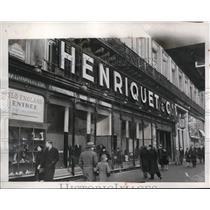 1941 Press Photo Paris France Henriquet & Co store advertisement