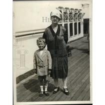 1927 Press Photo Mrs. E C Chamberlin with grandson Bobby Moffit on SS Leviathan