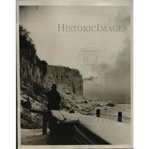 1939 Press Photo Weatherman in Niagara Falls